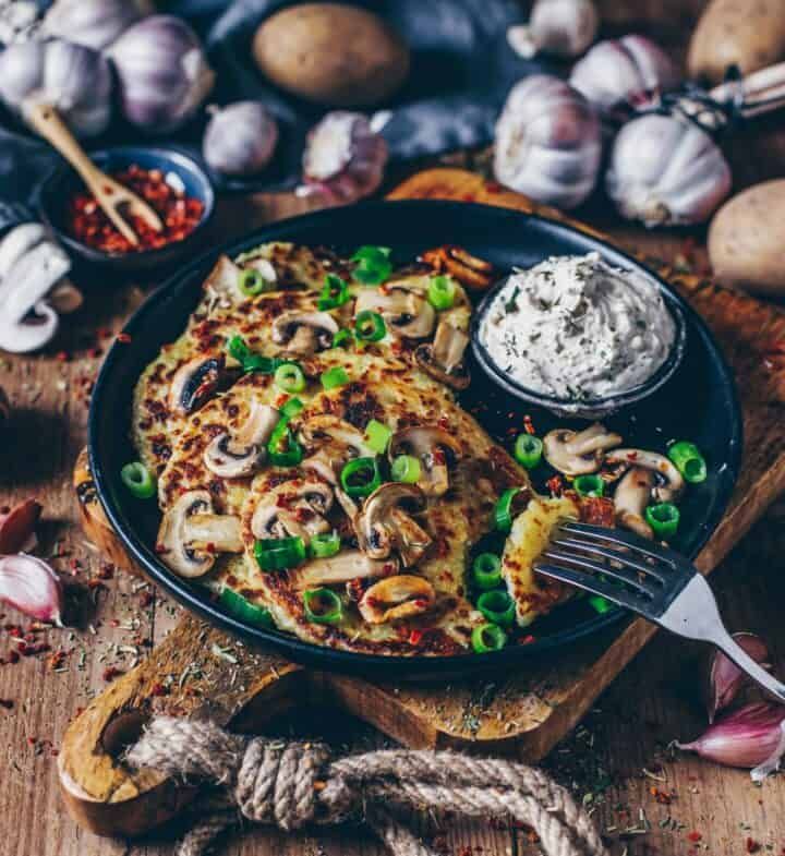 Kartoffelrösti mit Champignons und Cashew-Dip