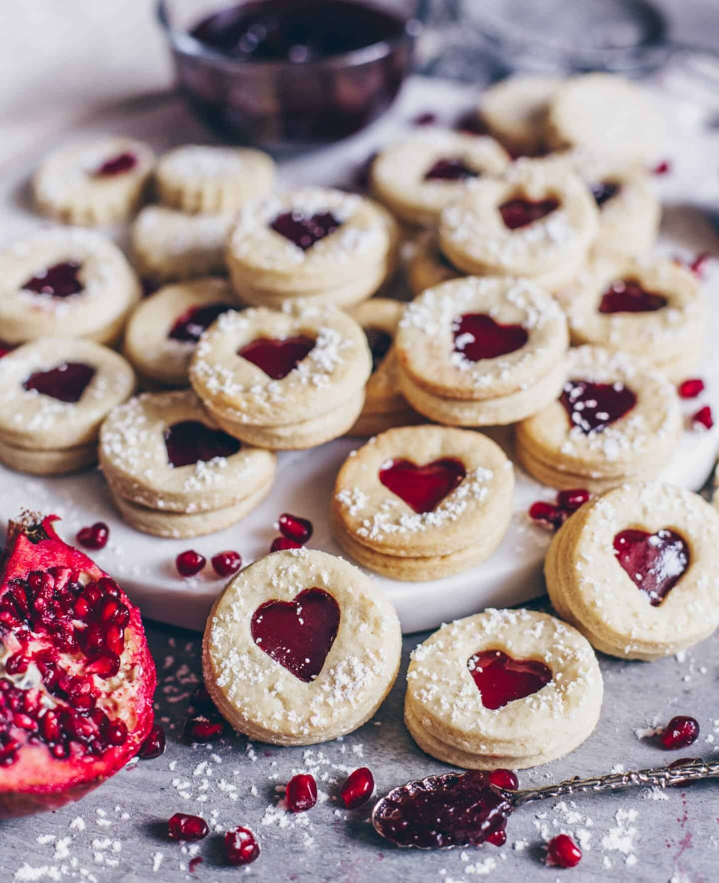 leckere vegane kekse mit marmeladenf llung spitzbuben pl tzchen bianca zapatka. Black Bedroom Furniture Sets. Home Design Ideas