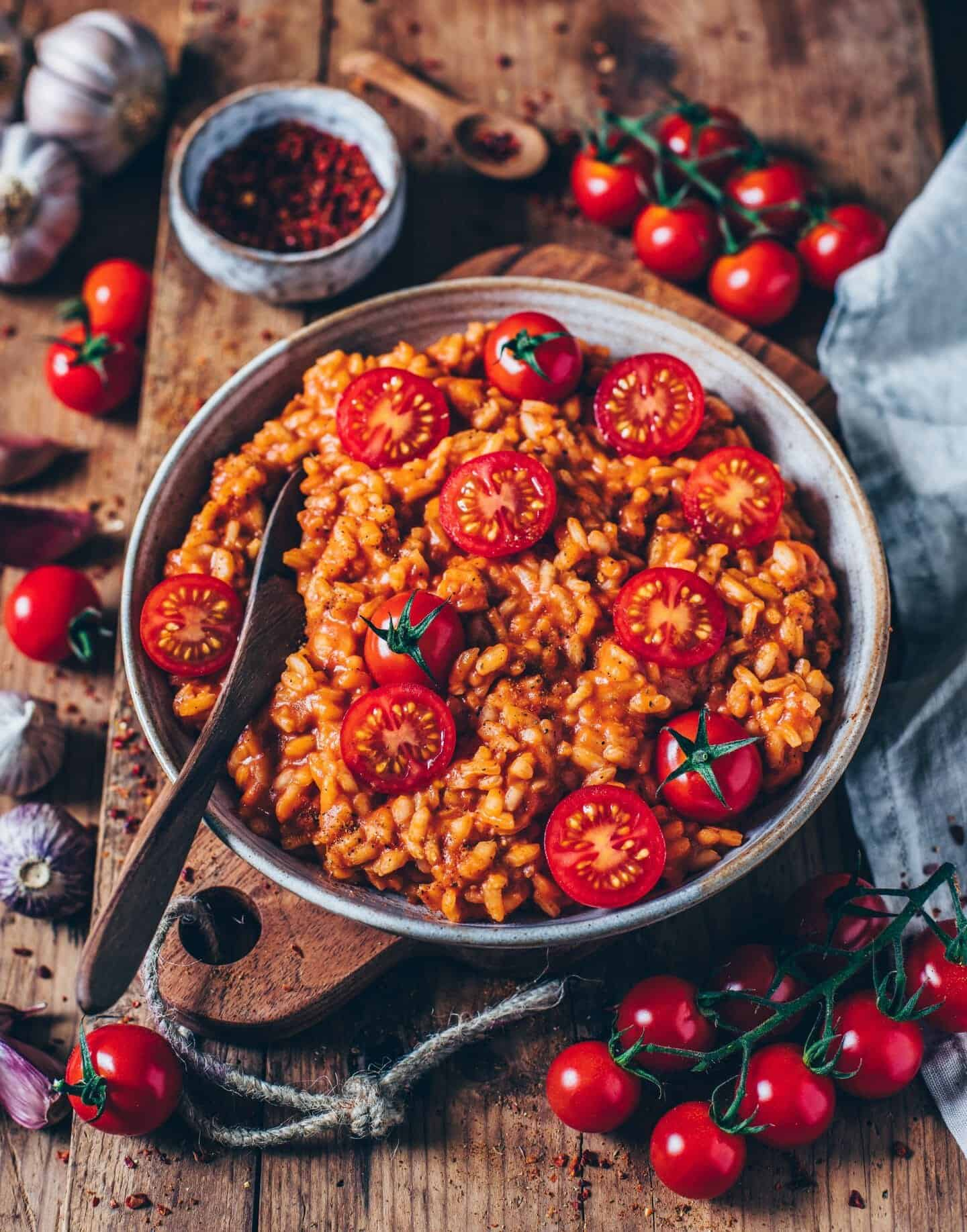 This vegan creamy tomato risotto is easy and quick to make and incredibly delicious! A perfect gluten-free & plant-based lunch or dinner.