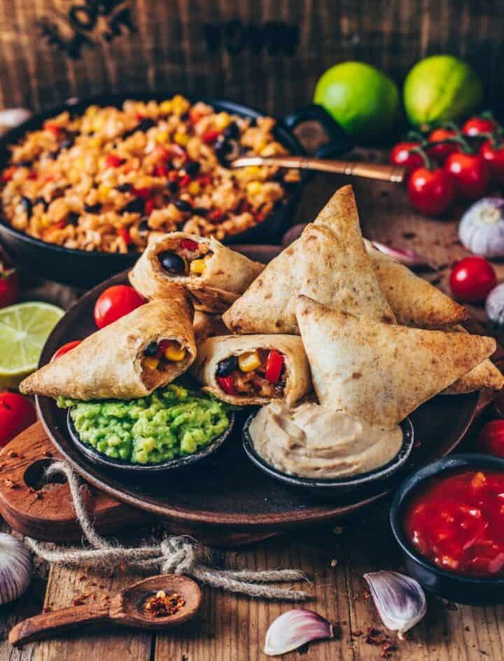 vegane burrito samosas mit guacamole und cashew-dip