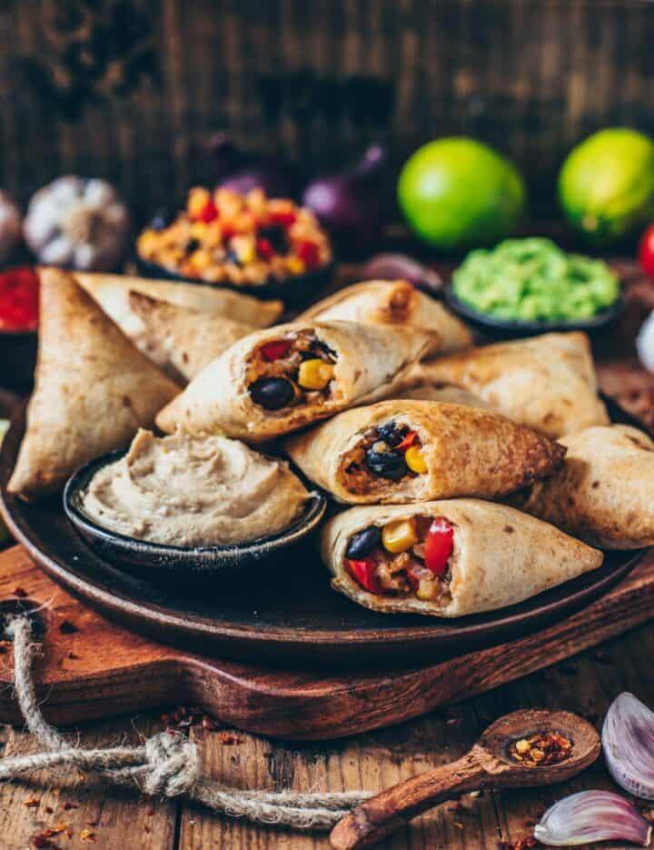 burrito samosas aus tortillas mit cashew dip vegan