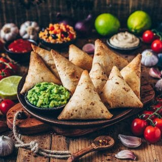 burrito samosas mit guacamole vegan
