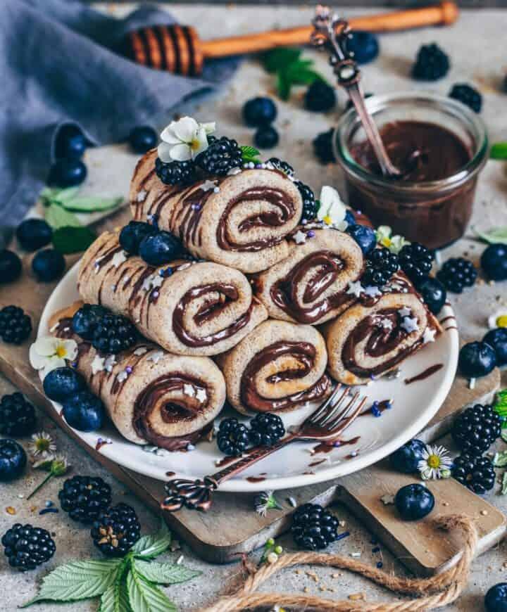 pfannkuchen mit schoko-creme fuellung röllchen