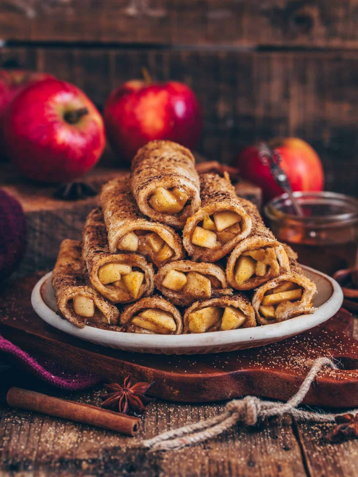 Vegan oven baked Apple Toast Roll-Ups are super easy to make in just 20 minutes. It's a delicious breakfast or dessert with a sweet apple cinnamon filling. Serve them warm and crispy for a perfect snack.