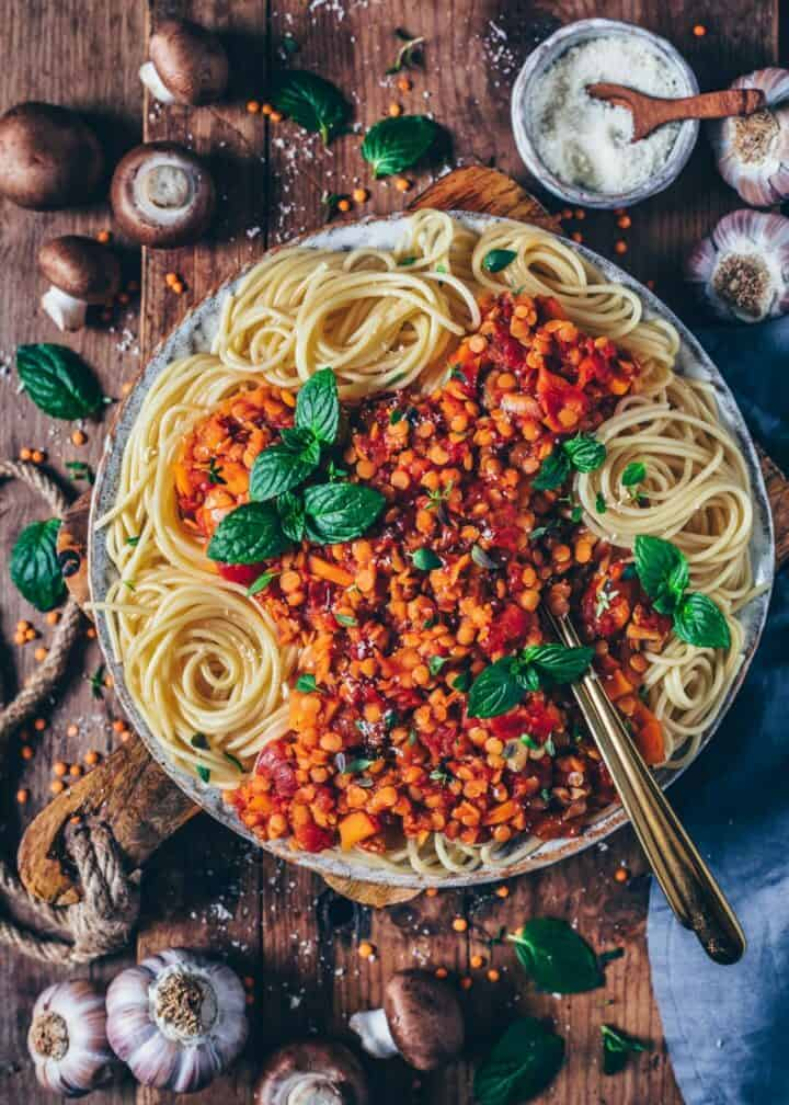 This vegan lentil bolognese loaded with vegetables and mushrooms, is a delicious, healthy and wholesome meal that comes together in less than 30 minutes! It's a soy-free & nut-free recipe and can be made gluten-free. Perfect for lunch, dinner and meal prep.