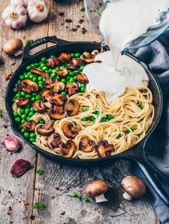 Quick and easy Recipe for creamy Vegan Carbonara Pasta Sauce with Spaghetti and smoky Coconut Bacon. It's delicious, healthy, dairyfree, and ready in 20 minutes!