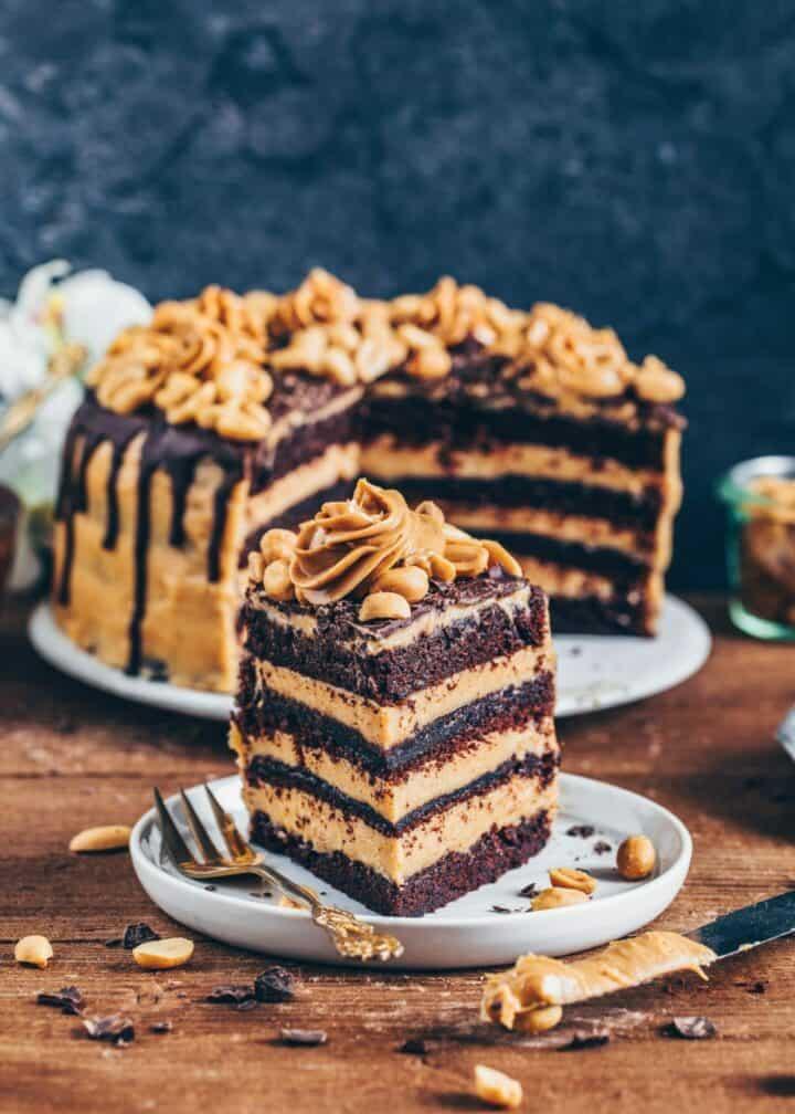 Schokoladen-Torte mitErdnussbutter-Frosting, Vegane Snickers-Torte, einfach, Rezept, milchfrei, eifrei, Dessert, Nachtisch