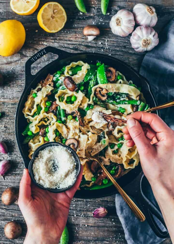 Creamy Pasta Primavera with asparagus, mushrooms, peas and vegan parmesan is healthy, delicious, easy pasta recipe. Gluten-free, dairy-free, plantbased.