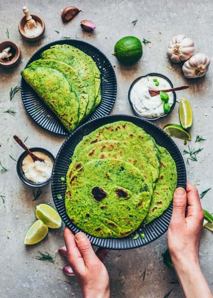 Spinat-Tortillas Rezept. Selbstgemachte Tortillas. Mexikanisches Fladenbrot für vegane Quesadillas, Tacos, Wraps, Burritos. Gesund, lecker, glutenfrei.