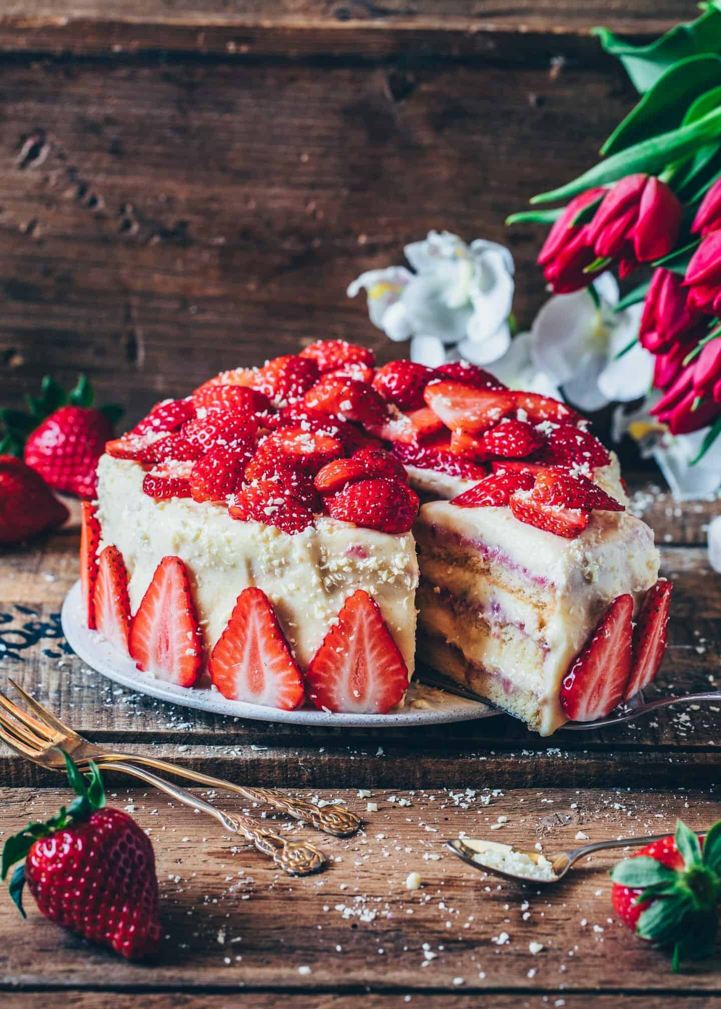 Strawberry cream cake recipe. Vegan strawberry cake. Fluffy, creamy, delicious, dairy-free. Dessert.