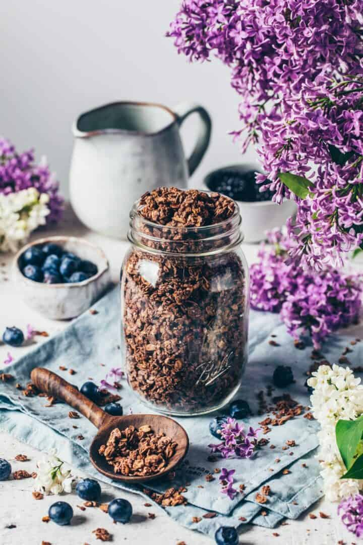 Homemade Chocolate Granola Recipe. Quick and easy to make. Vegan breakfast. Gluten-free, dairy-free, crunchy, delicious.