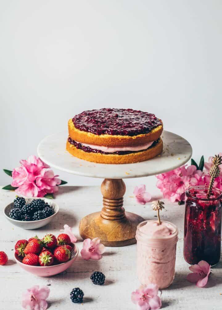 Zitronen-Torte mit Erdbeer-Creme Brombeer-Marmelade Rezept Schritt-Anleitung