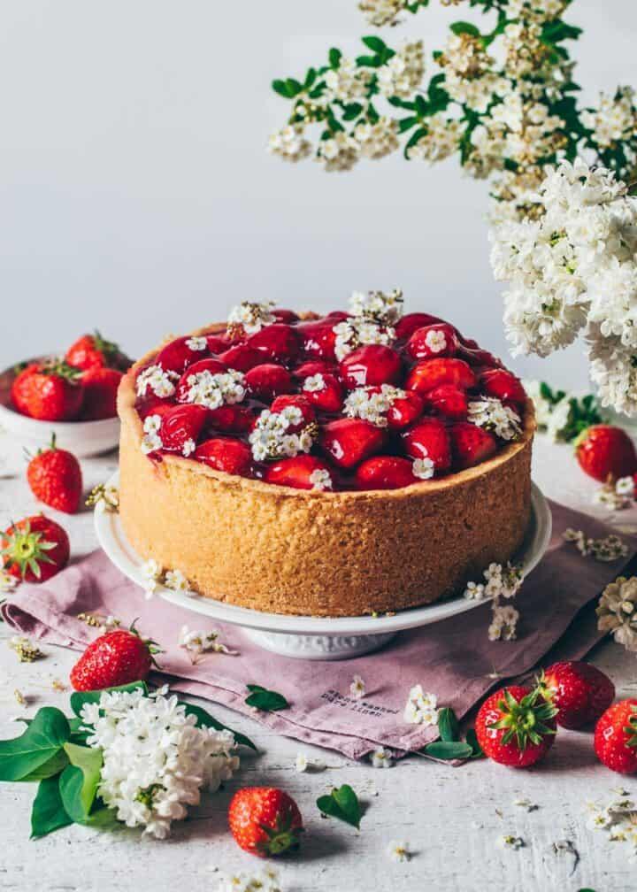 Best Vegan Cheesecake Recipe. Original New York Cheesecake with strawberries. Creamy, easy to make, delicious, dairy-free. Strawberry Cheesecake.