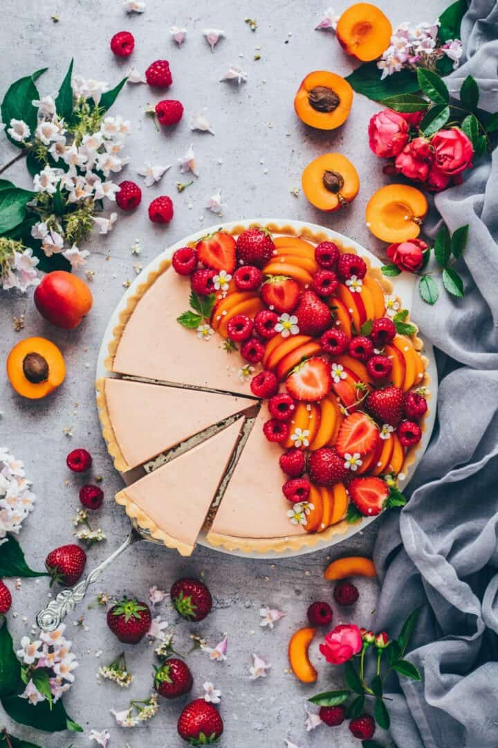 Summer fruit tart recipe. Easy vegan no-bake tart pie made of simple cookie crust with creamy fruit mousse filling. Delicious, dairy-free, refined sugar-free, can be made with any kind of fruits. Perfect summer dessert.