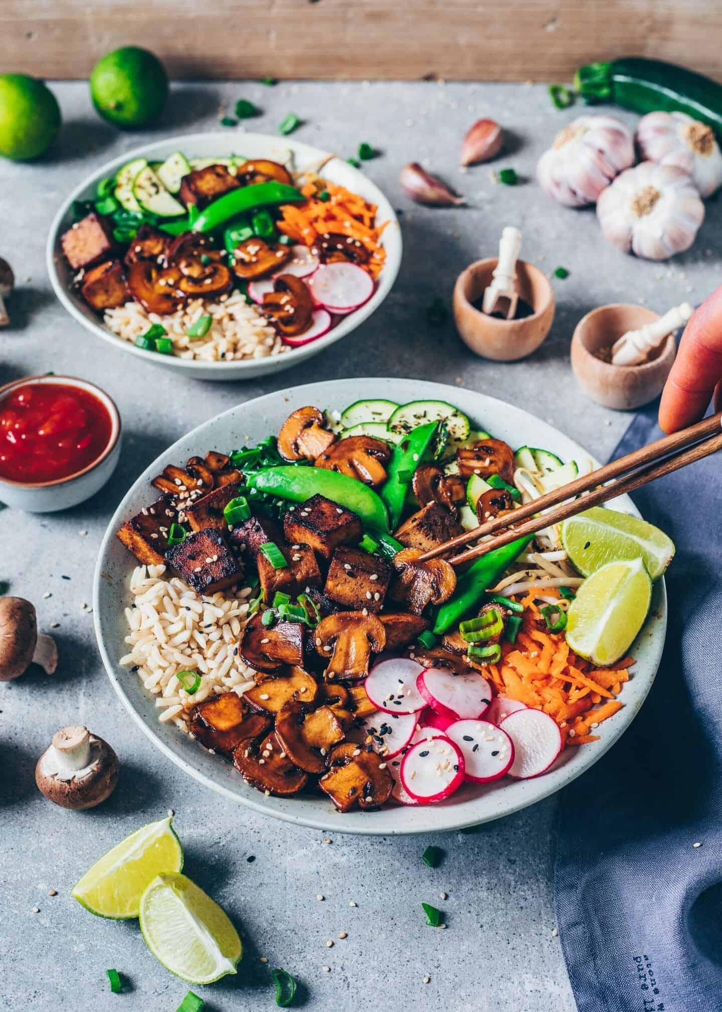 Bibimbap Rezept. Koreanisches Gericht mit Reis, Gemüse und Tofu. Vegan. Einfach, gesund, lecker, asiatisch.