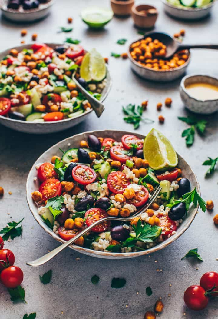 Mediterraner Kichererbsen Salat mit Couscous