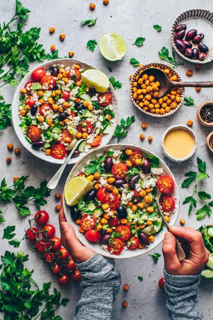 Mediterraner Couscous Salat mit Kichererbsen .