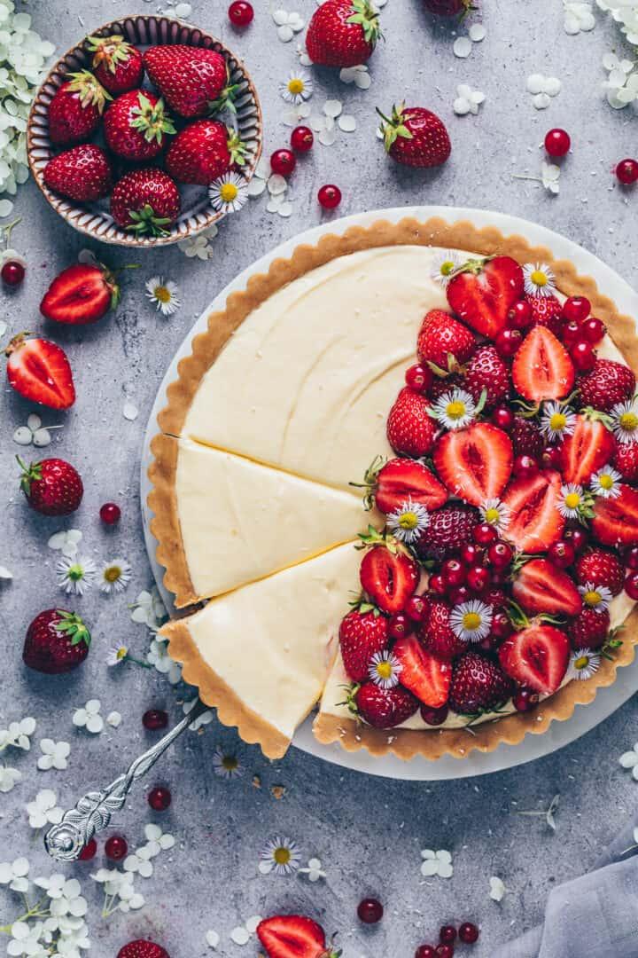 Vanilla Custard Tart with Strawberries | Pudding Pie