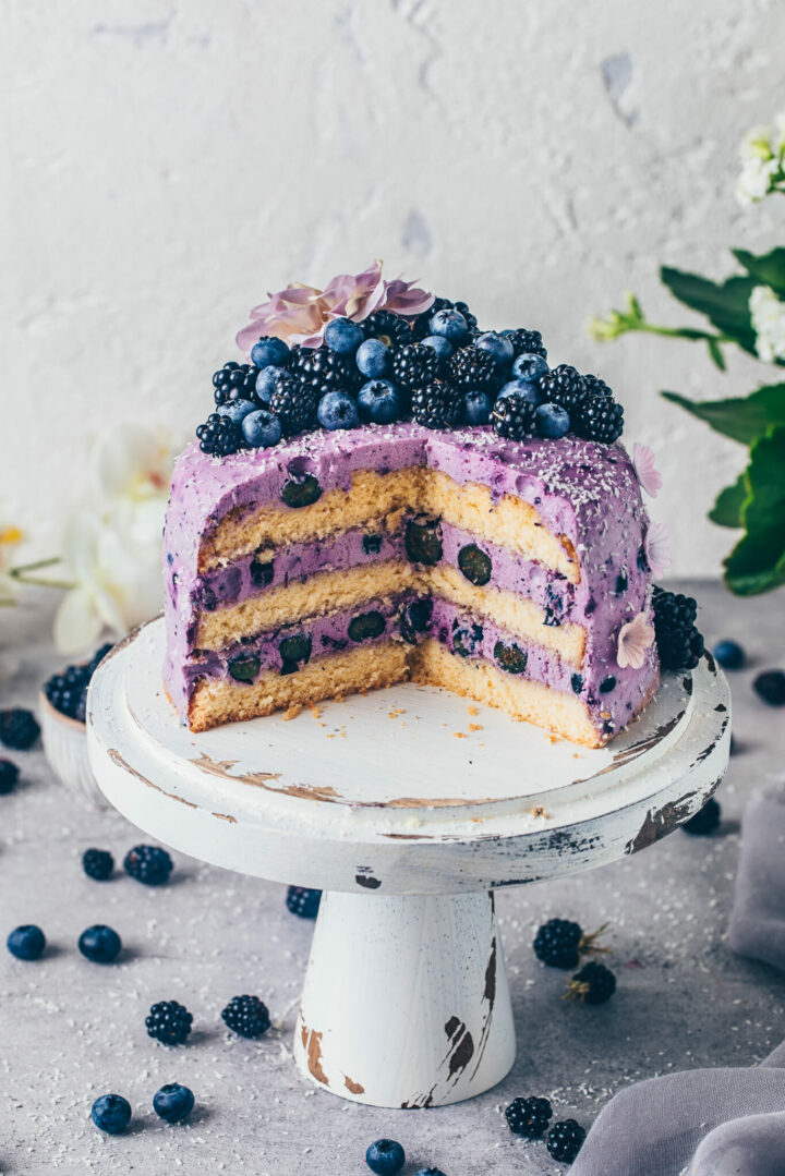 Blueberry Cake with blackberries