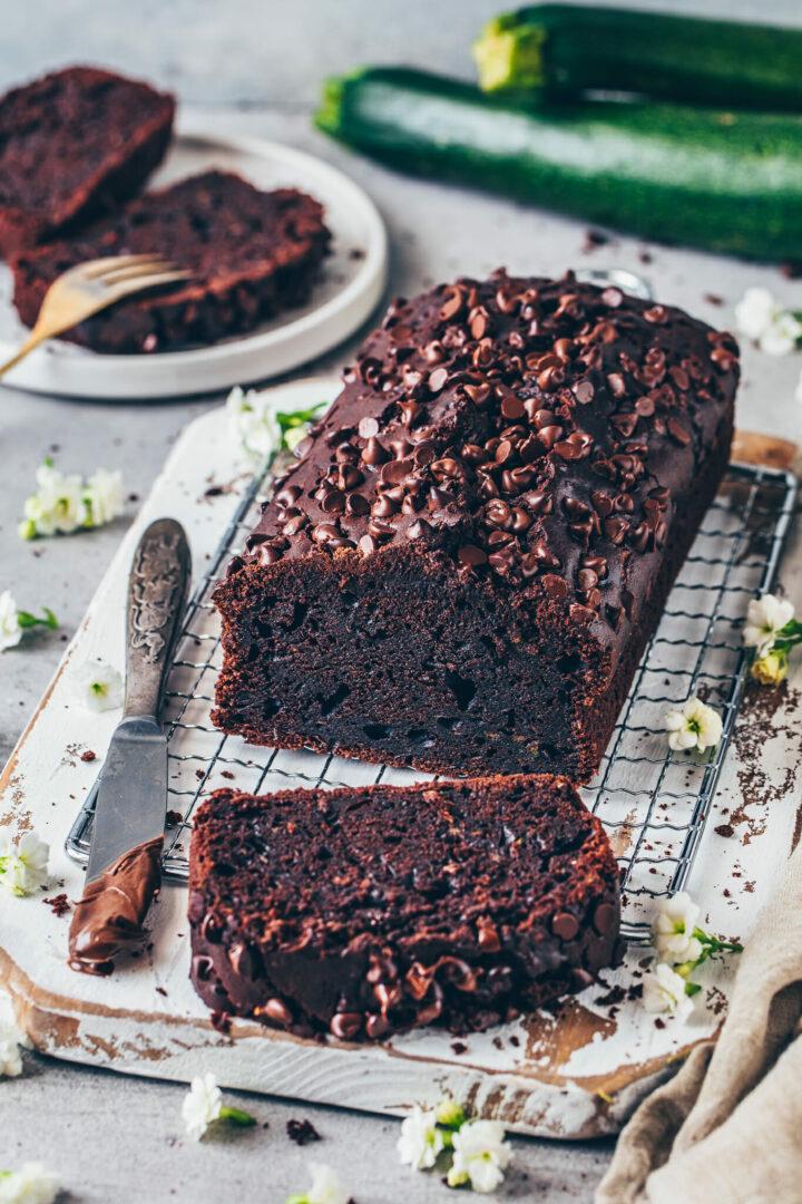 Double Chocolate Zucchini Schokoladenkuchen - saftig, vegan, einfach mit Schoko-Chips