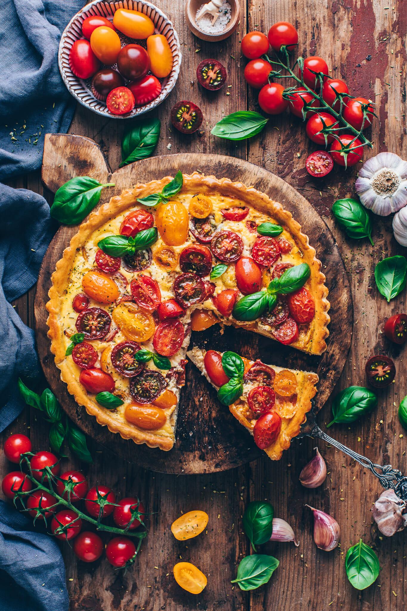 Bunte Tomaten Quiche Tarte mit Basilikum | Food Photography