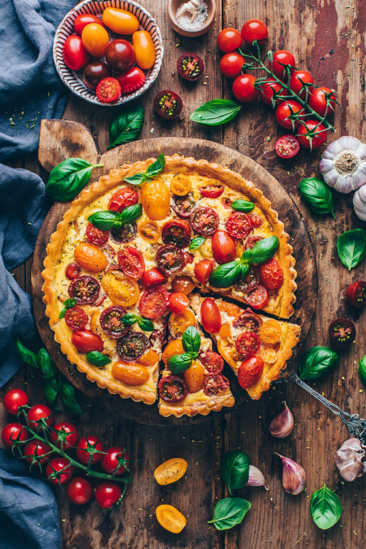 Bunte Tomaten Quiche Tarte mit Basilikum | Food Photography & Styling