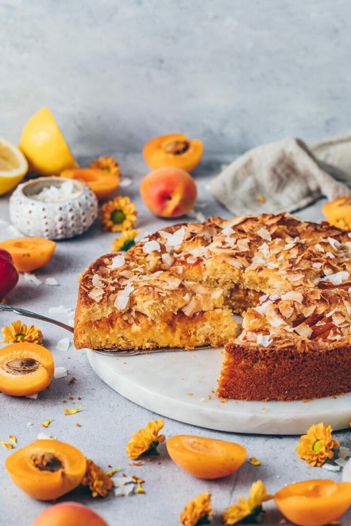 Veganer Aprikosenkuchen mit Kokos