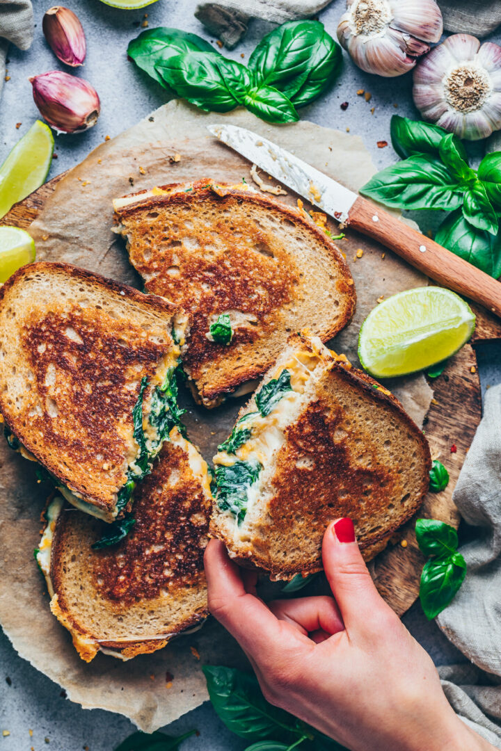 grilled cheese sandwich with spinach cream, basil, limes and garlic