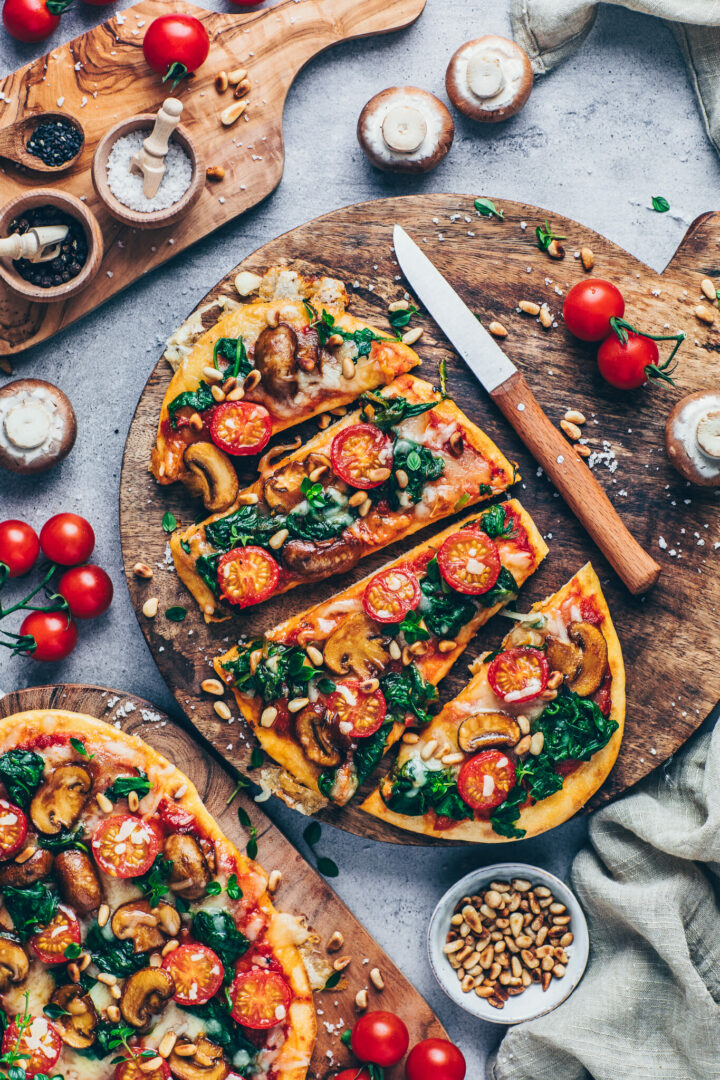Easy naan pizza with mushrooms, tomato sauce, spinach and thyme