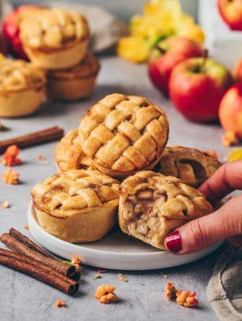 Mini Apple Pies, Apfel-Zimt-Muffins, Apfelkuchen mit Gitter
