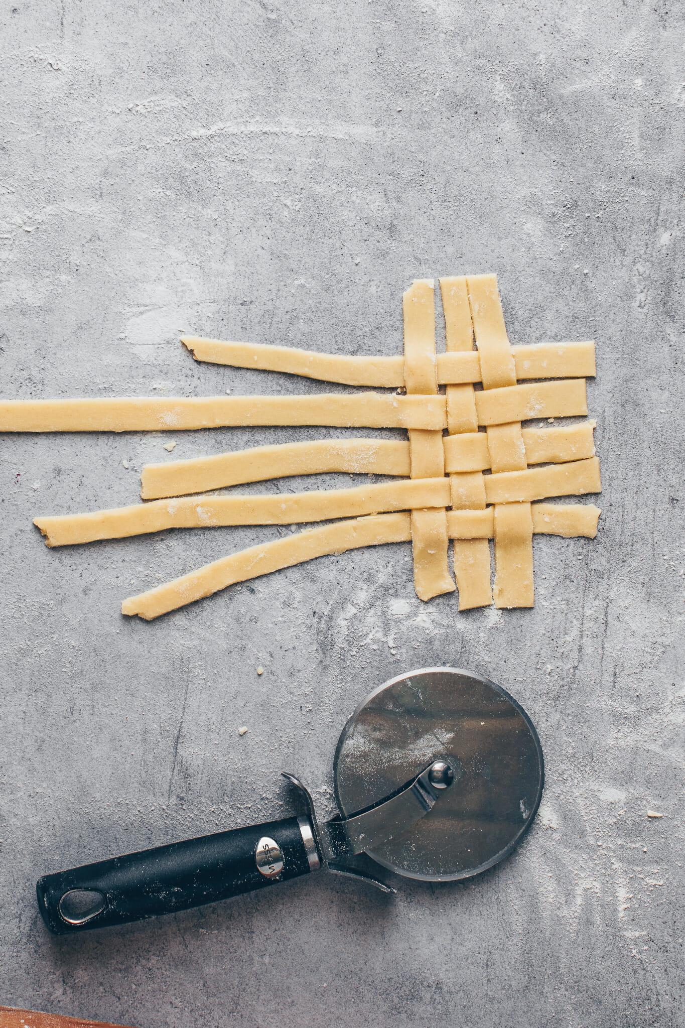 weaving a lattice pie top crust