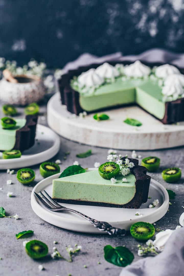 Matcha Oreo Cheesecake mit Kiwis und Meringue