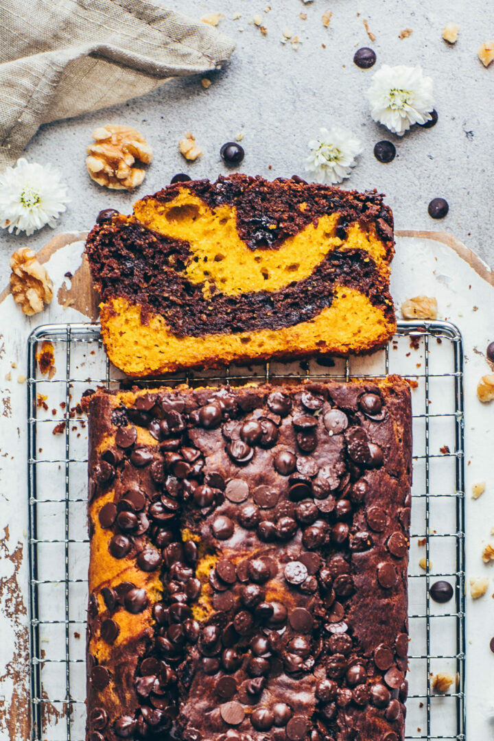 Kürbis-Marmor-Kuchen mit Schoko Drops und Walnüsse