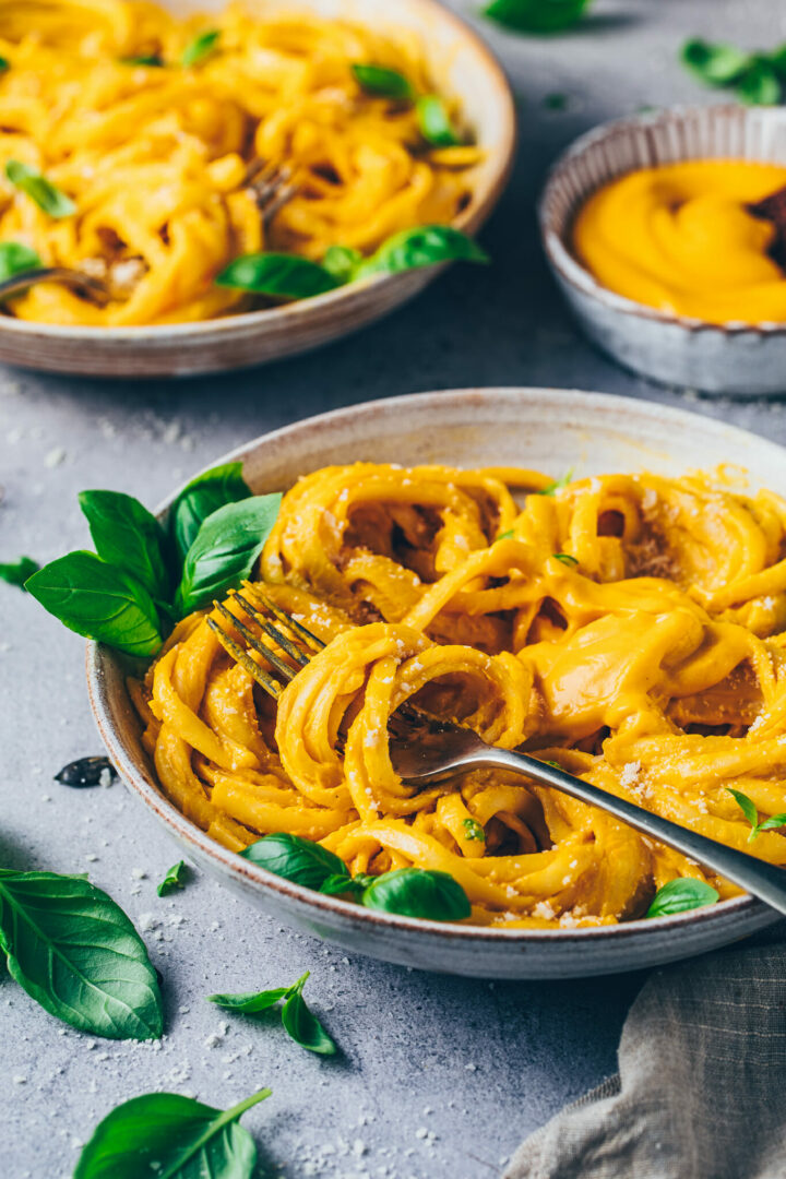 Best Vegan Cheese Sauce with Pumpkin and Pasta