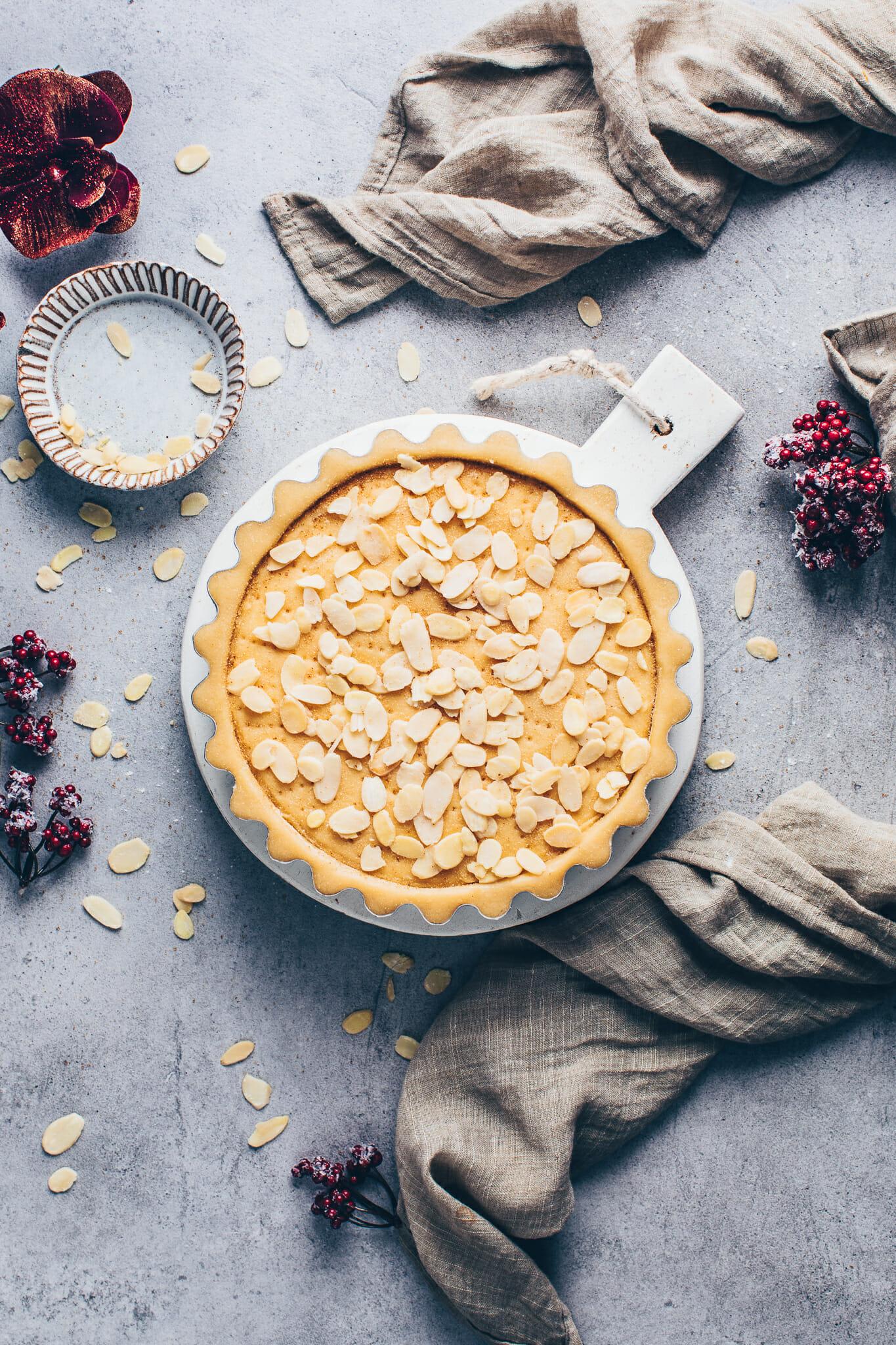 Kuchen Torte mit Mandeln und Pudding Füllung