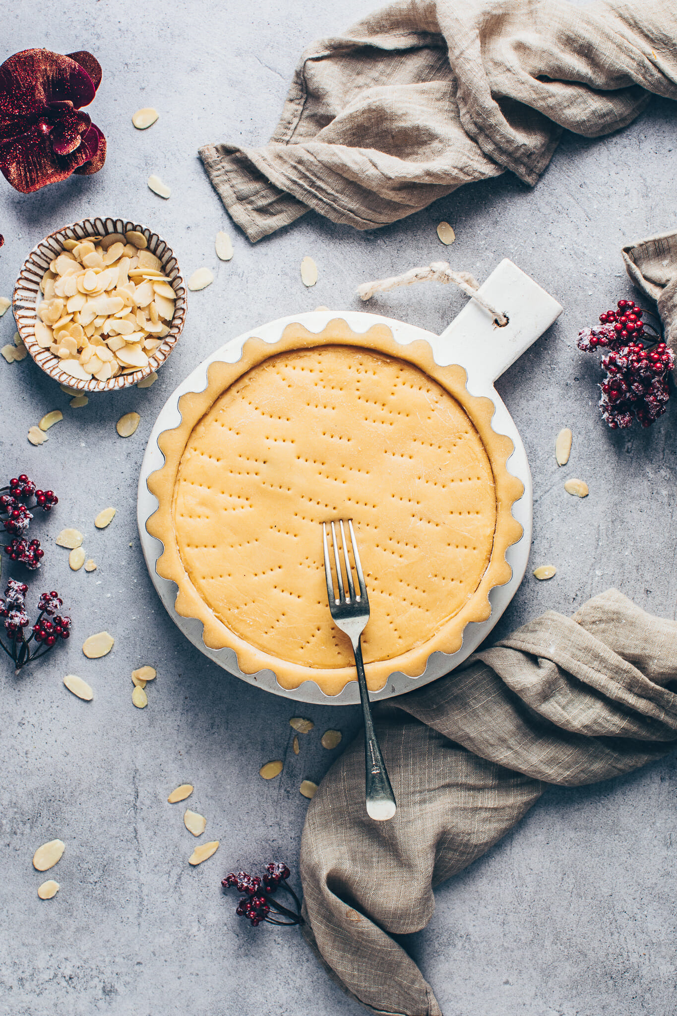 Custard Cream Pie Tart with shortcrust pastry (Torta Della Nonna)