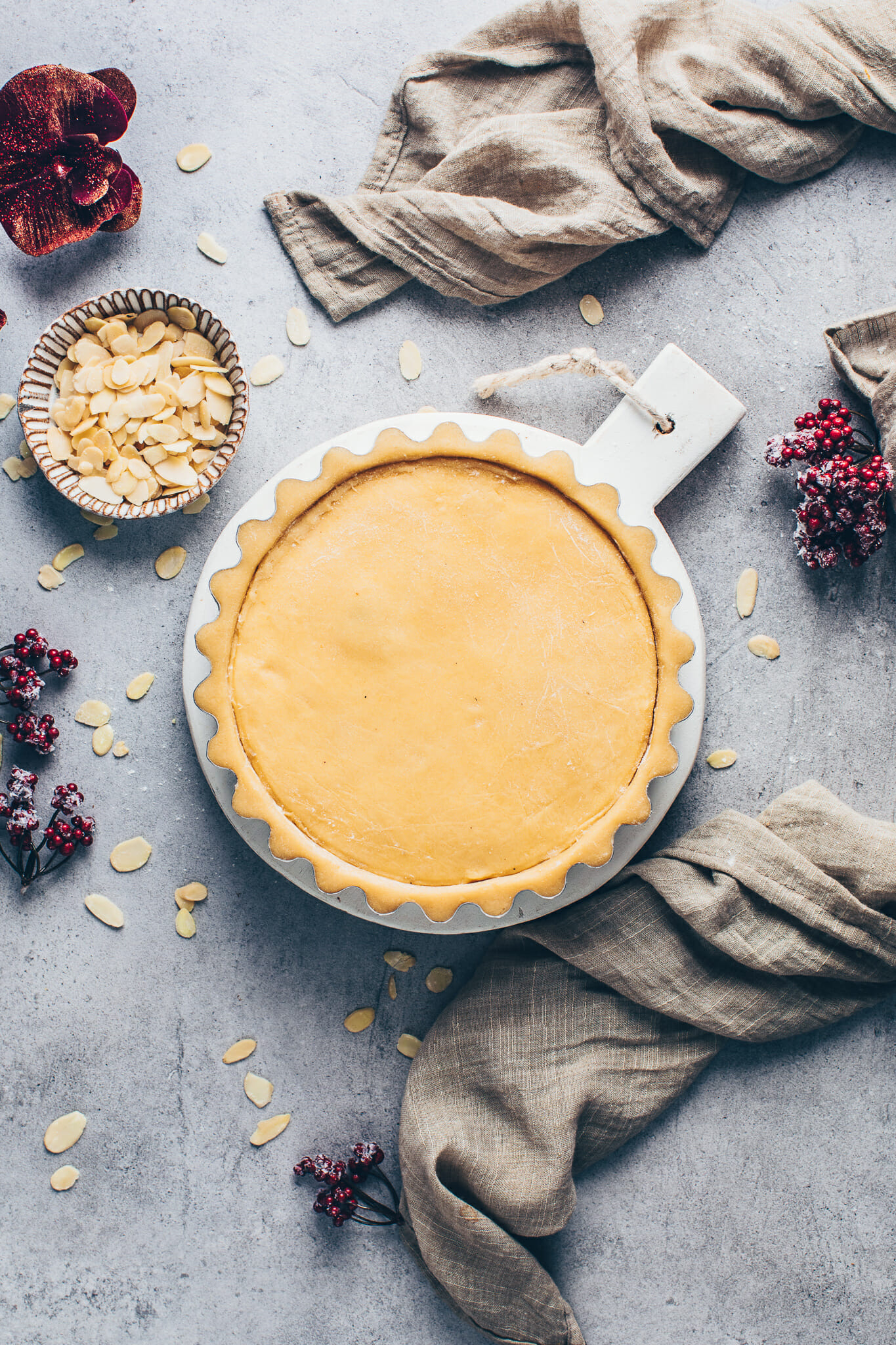 shortcrust pastry tart pie with vegan custard cream filling