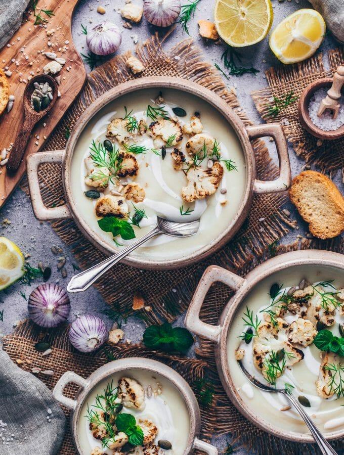Cremige Blumenkohlsuppe mit geröstetem Blumenkohl und Dill