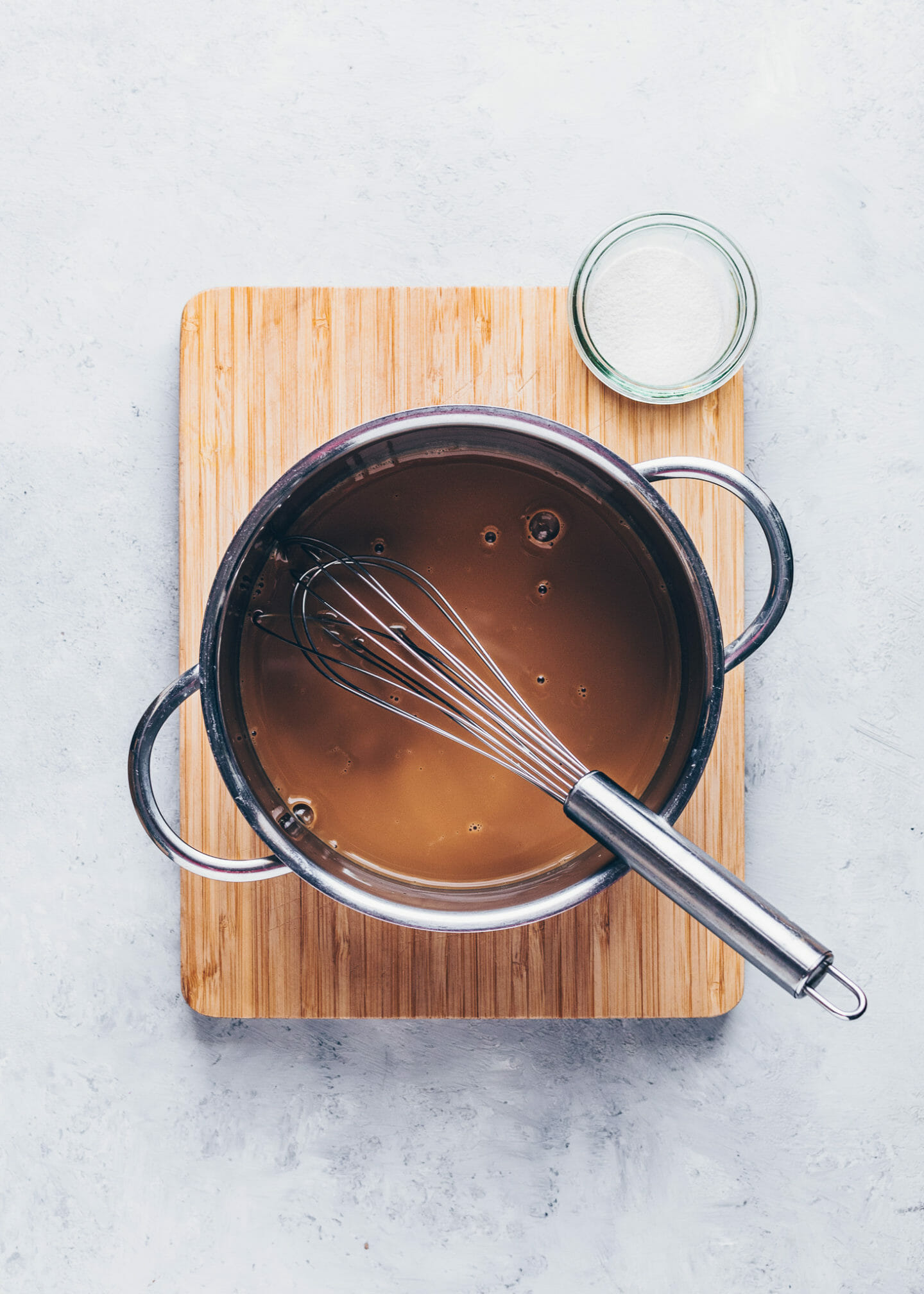 agar powder with coffee and water in a saucepan to make mousse