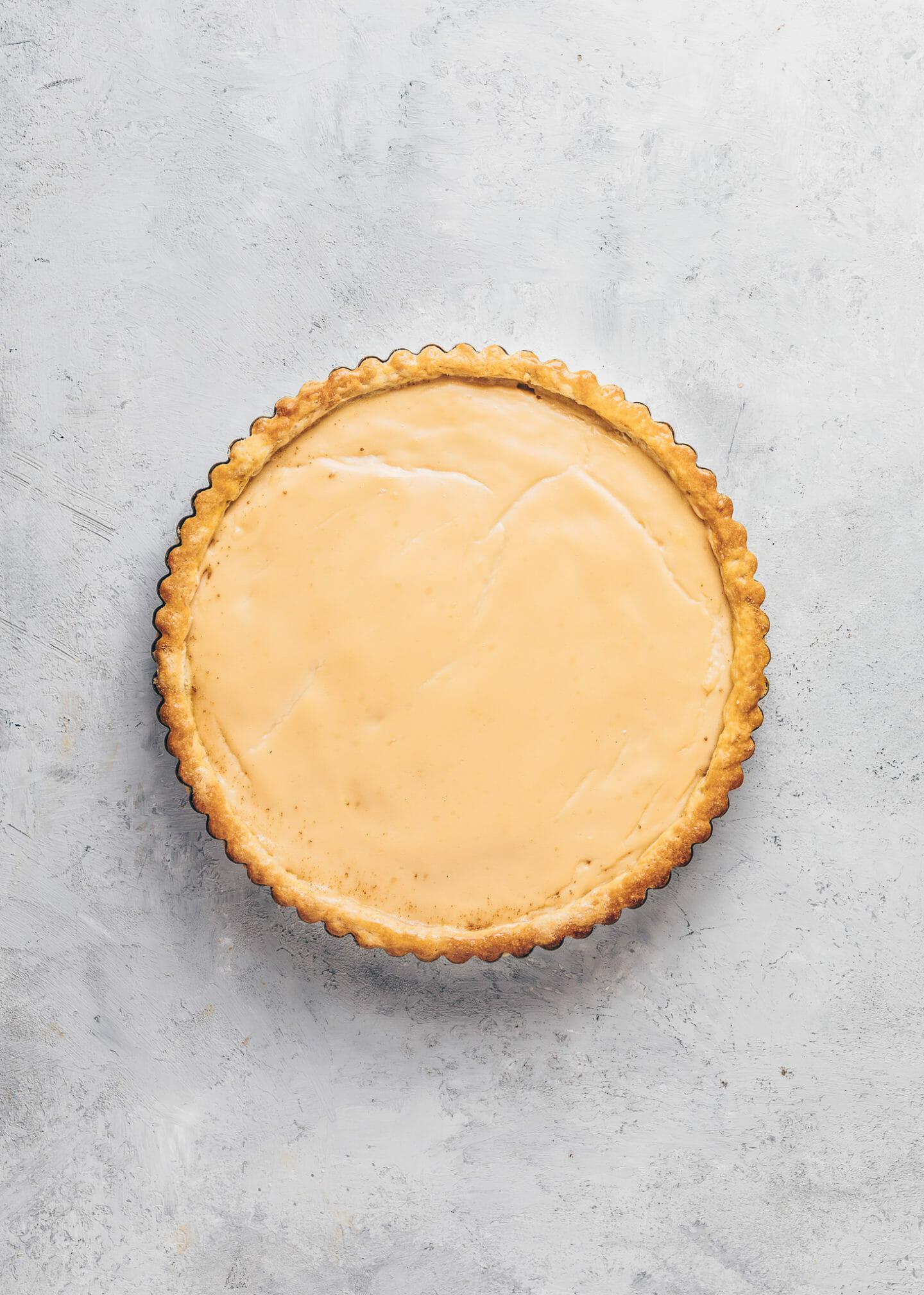 Tart with vanilla pudding milk custard filling
