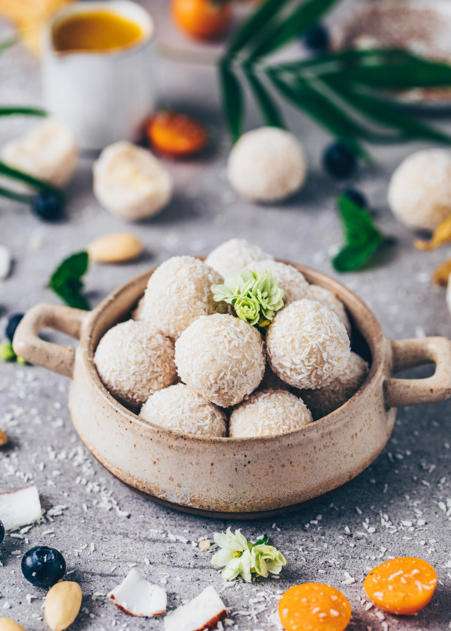 Coconut Balls (Vegan Raffaelo no-bake bliss balls)