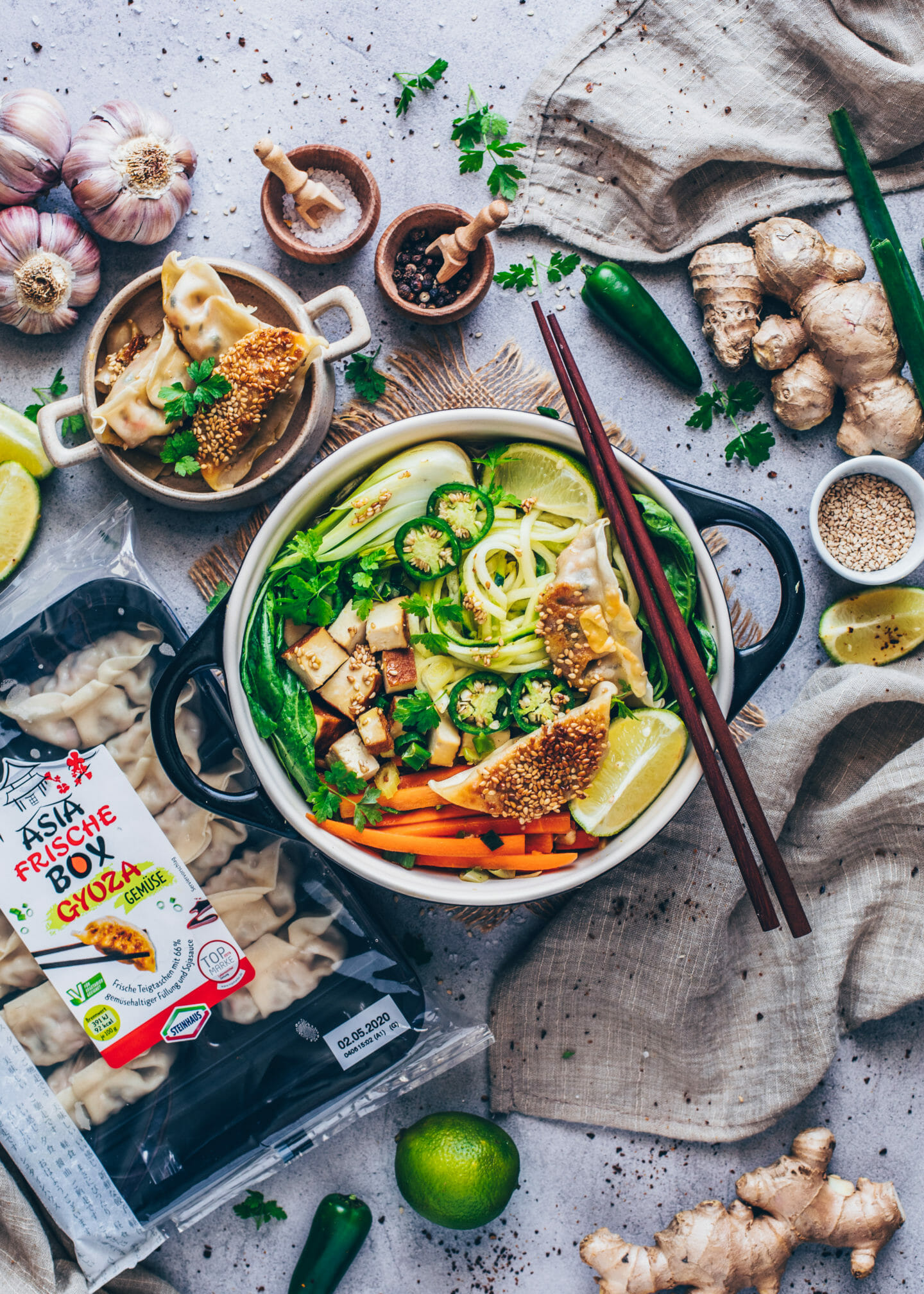 Asiatische Gemüse-Suppe mit Gyoza (Vegane Dumplings, Teigtaschen)