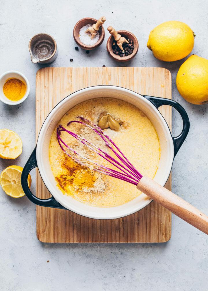 how to make homemade hollandaise sauce (recipe instruction step 4)