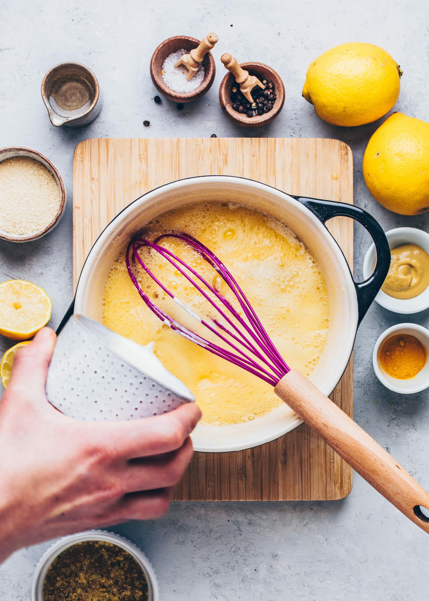 Mehlschwitze für vegane Sauce Hollandaise zubereiten
