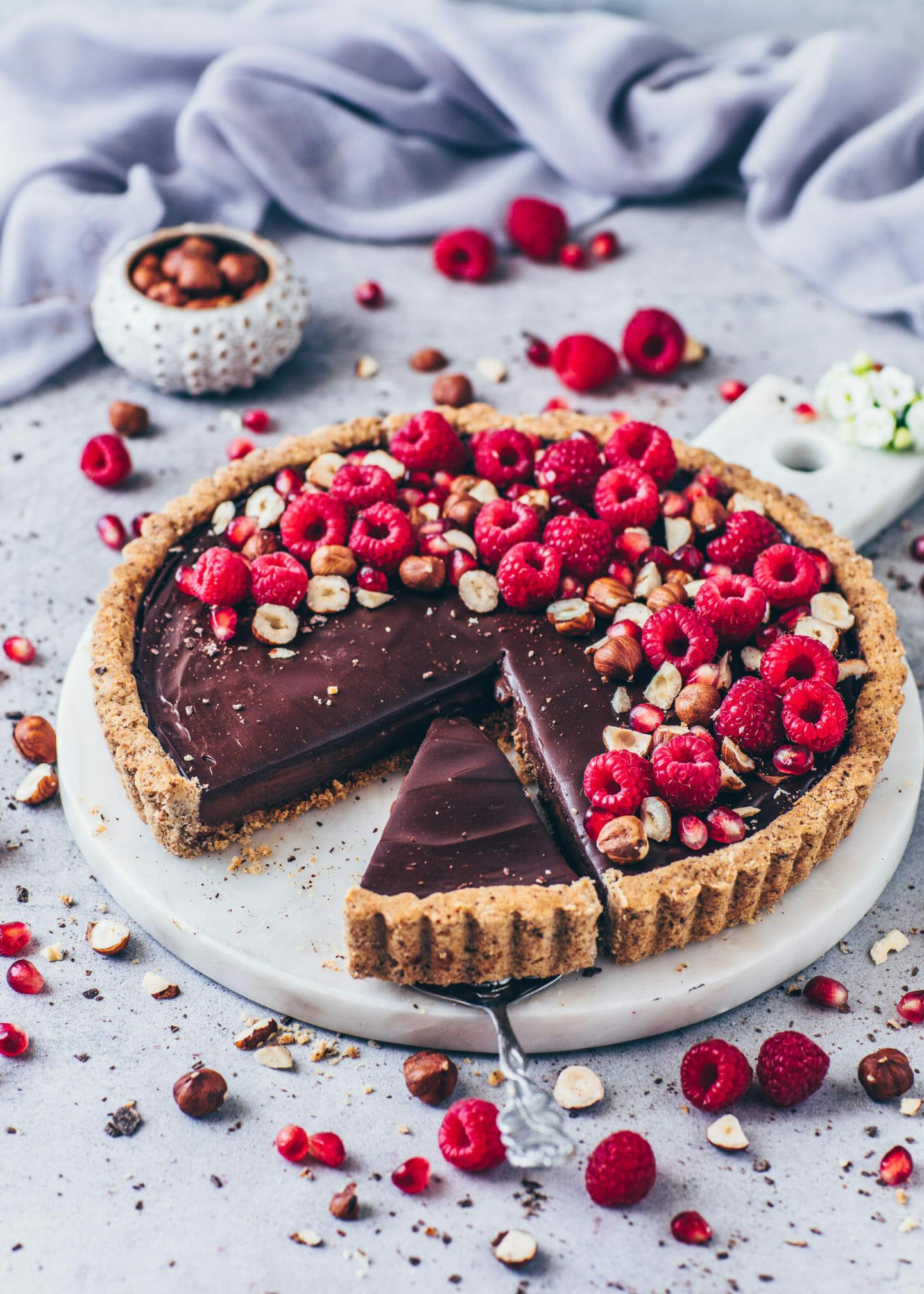 Himbeer Schokoladen Tarte mit Nutella und Haselnüsse