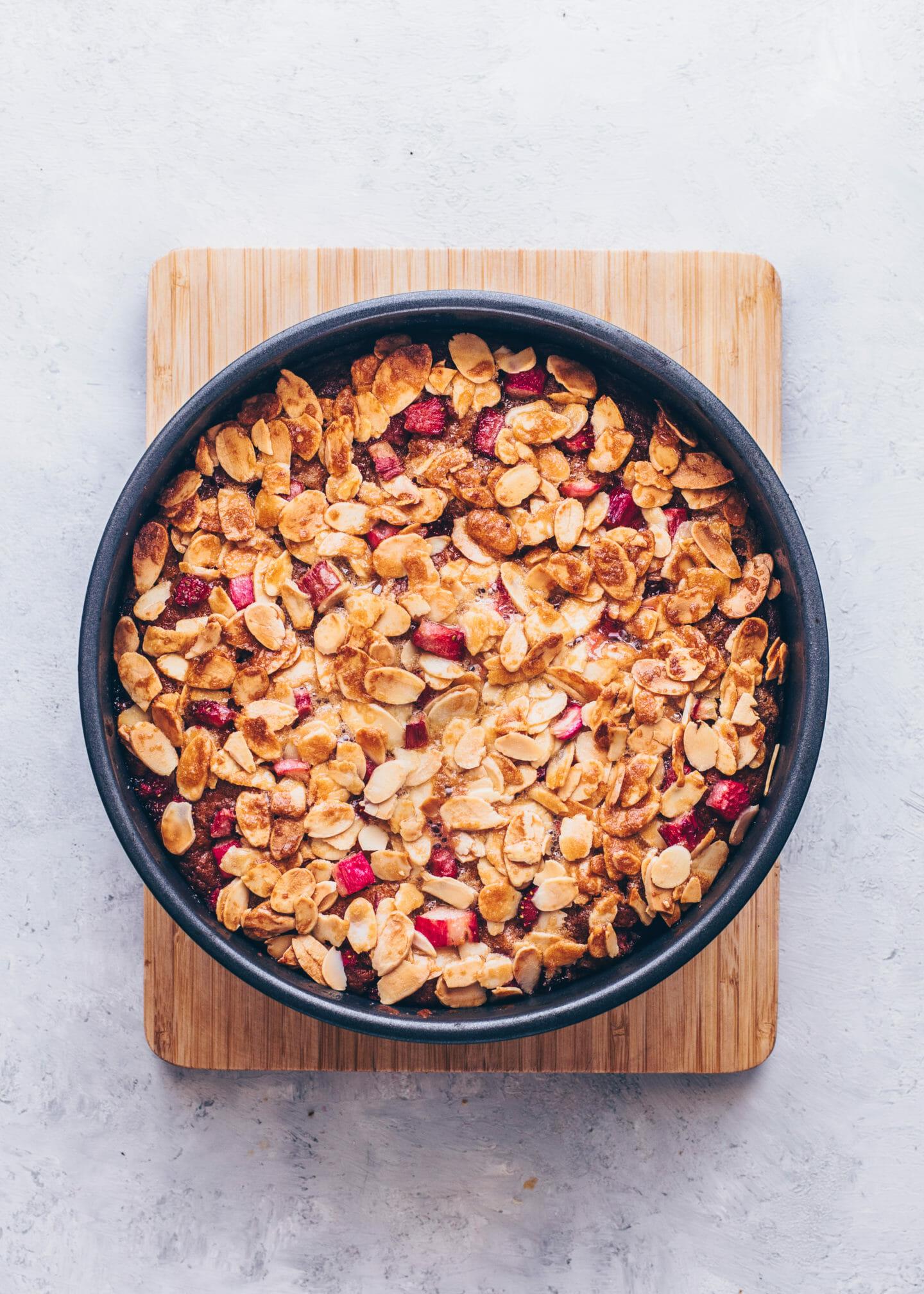 Rhabarber-Erdbeer-Kuchen mit Mandeln