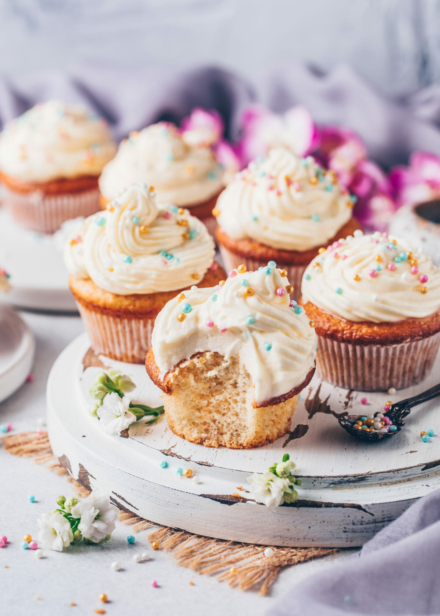 vanilla cupcakes with buttercream frosting and sprinkles (easy vegan fluffy muffins)