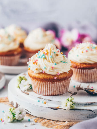 vegan vanilla cupcakes with buttercream frosting and sprinkles (easy muffins)