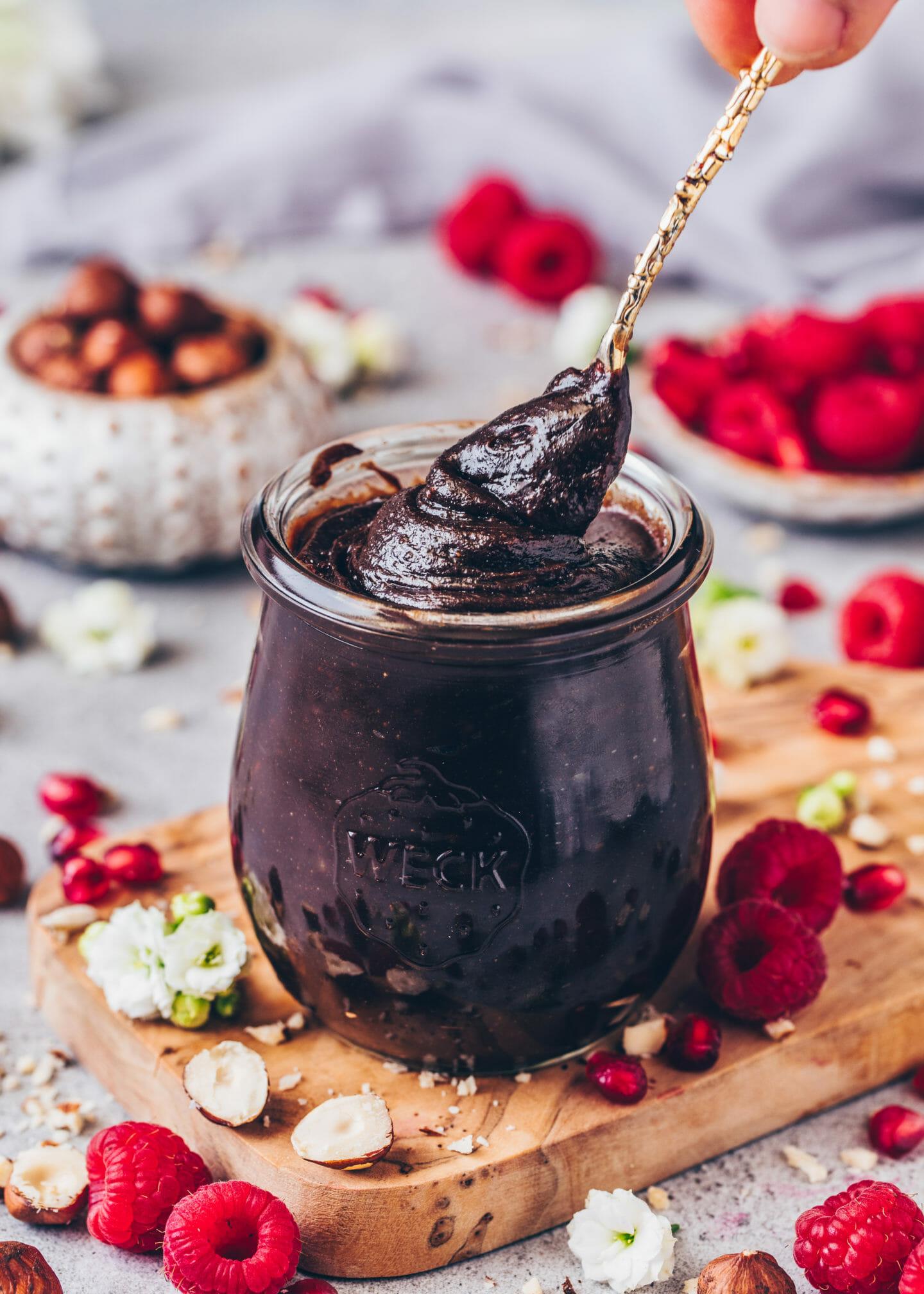 Vegane Nutella, selbstgemachte Nuss-Nougat-Creme, Schoko-Haselnuss-Aufstrich im Glas