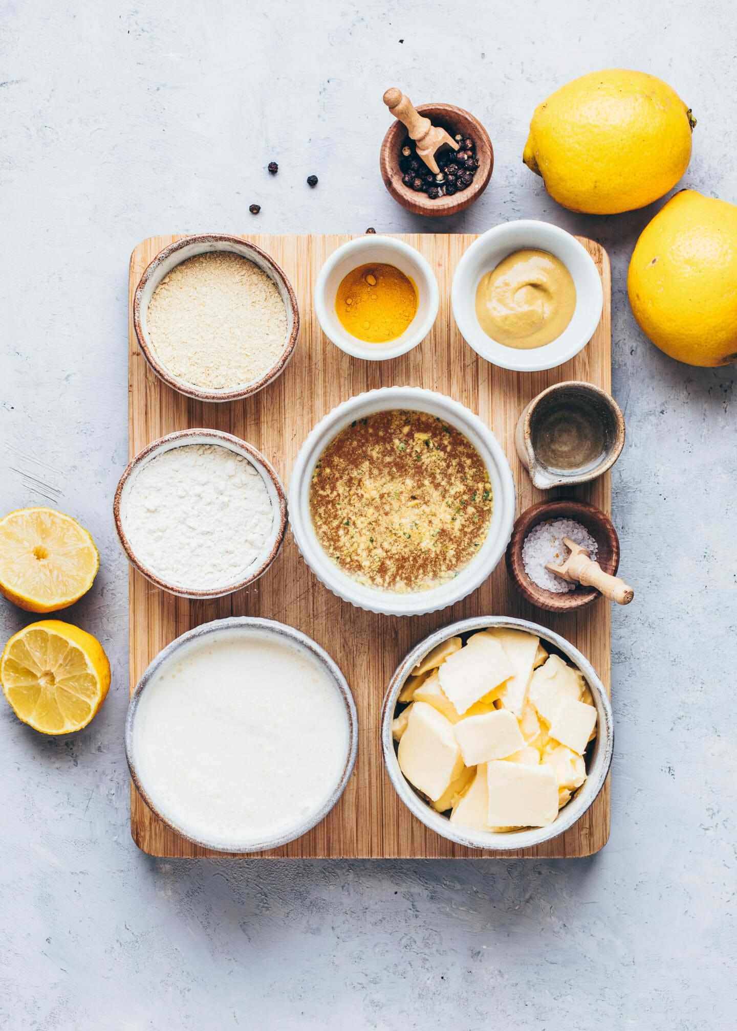 Margarine, Gemüsebrühe, Sojasahne (Sojacuisine), Mehl, Weißwein, Senf, Zitronensaft, Kurkuma, Salz, Pfeffer (Zutaten für vegane Hollandaise Sauce)